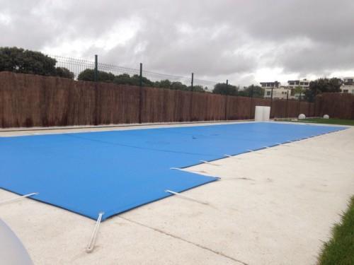 C mo elegir e instalar una lona de invierno para piscina for Piscinas de invierno